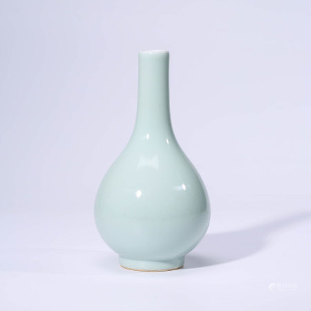 A CHINESE CELADON-GLAZED PORCELAIN VASE MARKED QIAN LONG