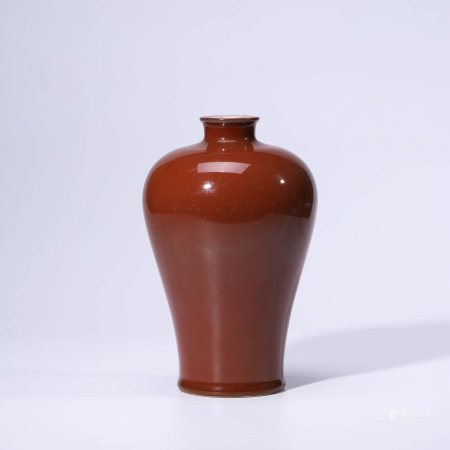 A CHINESE RED-GLAZED PORCELAIN VASE MEIPING MARKED QIAN LONG