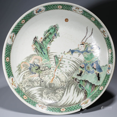 A CHINESE WUCAI PORCELAIN EIGHT TREASURE DISH