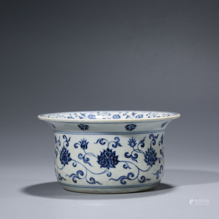 A CHINESE BLUE AND WHITE PORCELAIN INTERLOCK BRANCHES WASHER
