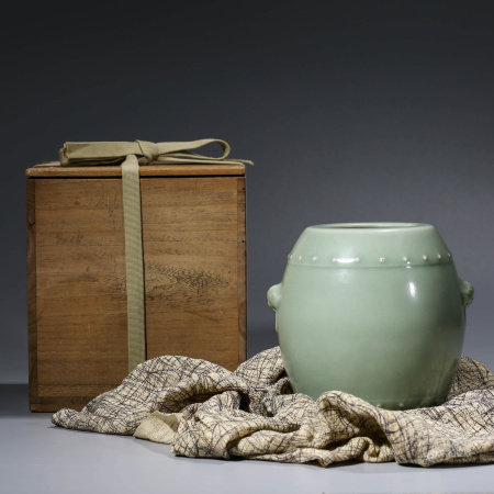 A CHINESE CELADON-GLAZED PORCELAIN JAR MARKED QIAN LONG