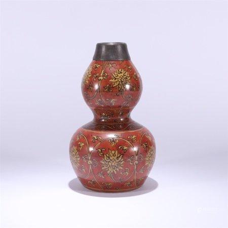 清代 红地缠枝莲纹包口葫芦瓶