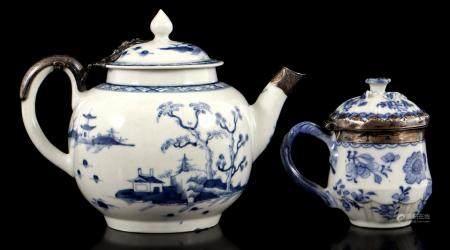 Worcester 18th century porcelain teapot