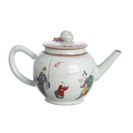 'Figures' teapot in Chinese porcelain, Qianlong