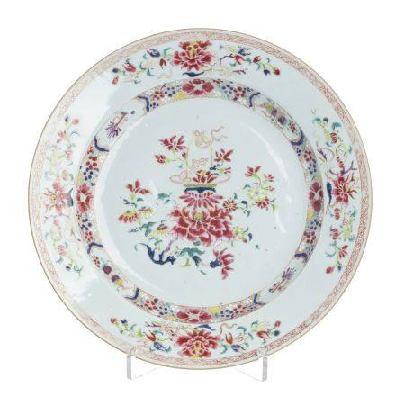 Large Famille rose plate in Chinese Porcelain, Qia