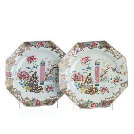 Pair of large Chinese porcelain scroll plates, Yon