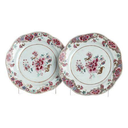 Pair of peony plates in Chinese porcelain, Yongzhe