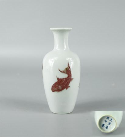 大清康熙年釉里红花瓶