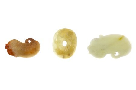 A LOT OF THREE CHINESE ARCHAIC STYLE HARDSTONE AMULETS