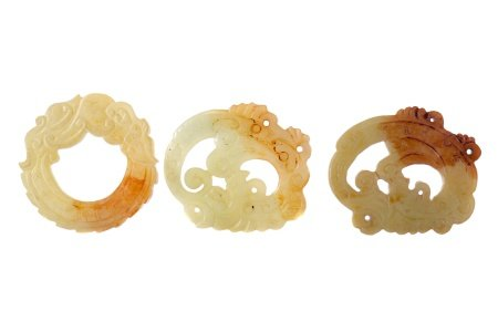 A LOT OF THREE CHINESE HARDSTONE ARCHAIC STYLE AMULETS