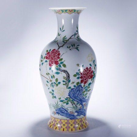 粉彩花卉纹撇口大瓶