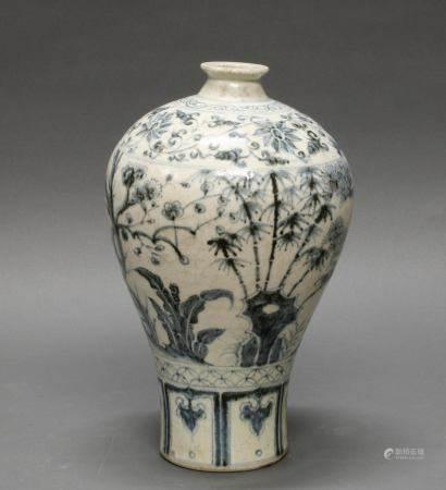 Vase, China, neuzeitlich, Porzellan, Meiping-Form, blau-weißer 3-Freunde-Dekor, 32 cm hoch