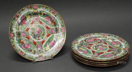 5 Teller, China, 1. Hälfte 20. Jh., Porzellan, kolorierter Umdruckdekor mit Blüten und Schmetterl