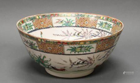 Schüssel, China, 20. Jh., Porzellan, polychrom, Hähne zwischen Blüten und Zweigen, 16 cm hoch, ø