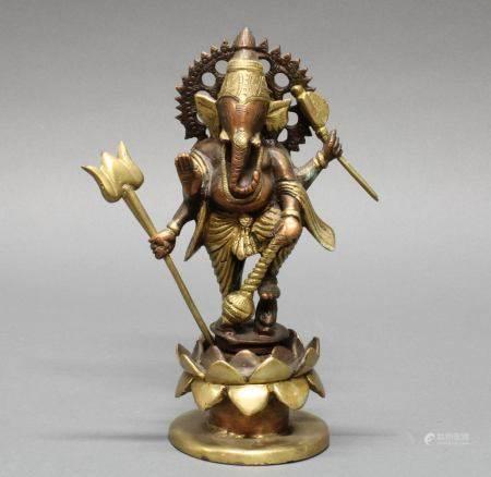 """Figur, """"Ganesha"""", Indien, 20. Jh., Kupferbronze, teils vergoldet, auf Lotossockel stehend, 23 cm ho"""