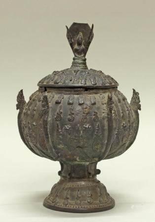 Opfergefäß, Burma/Thailand, neuzeitlich, hsun-ok, Bronze, bauchige Wandung mit Figuren, Standfuß