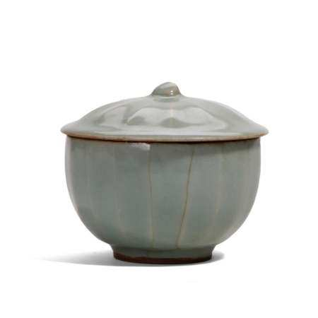 A LONGQUAN CELADON BOWL AND COVER