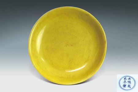 明 黃釉鳳紋盤