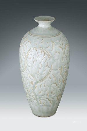 明 白釉花卉紋梅瓶