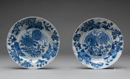 A PAIR OF CHINESE BLUE AND WHITE PLATES, KANGXI PERIOD (1662-1722)