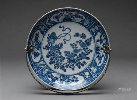 A CHINESE BLUE AND WHITE DISH WITH EUROPEAN SILVER HANDLE, QIANLONG PERIOD (1735-1796)
