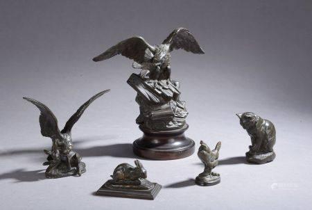 Ensemble de quatre épreuves en bronze :  - D'après Antoine-Louis BARYE (1795-1875). Aigle attaq