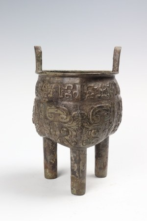 Bronze animal pattern tripod with three legs 青铜兽纹三足鼎