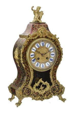 Y A red tortoiseshell and brass inlaid 'Boulle' mantel clock