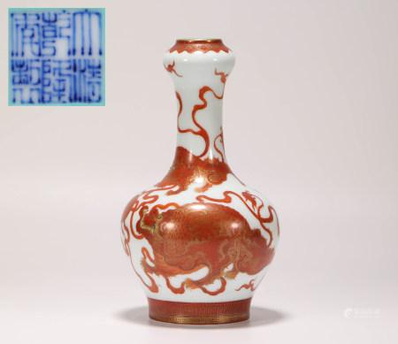 清代樊紅獅子繡球賞瓶
