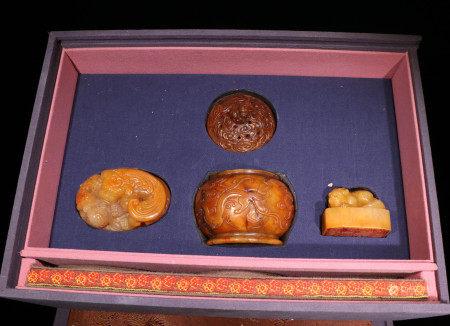 清代 田黄石雕螭龙文房一套