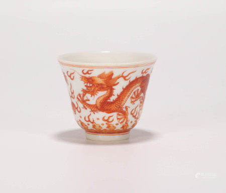 清紅礬海水龍紋杯