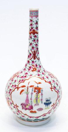 清道光粉彩壽桃紋開光博古圖長頸瓶