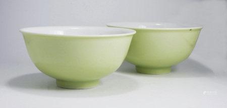 清雍正 蘋果綠釉碗(一對)