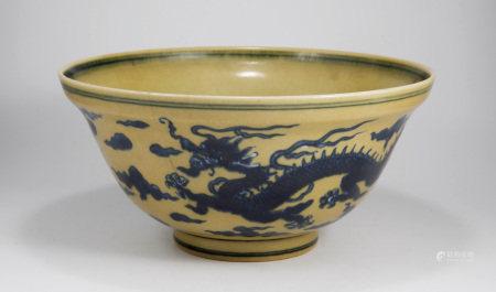 清嘉慶 黃地青花龍紋折沿碗