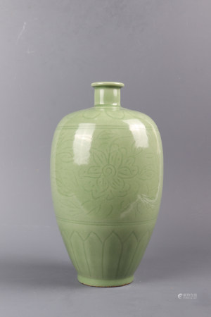 Longquan Kiln Porcelain Plum Bottle