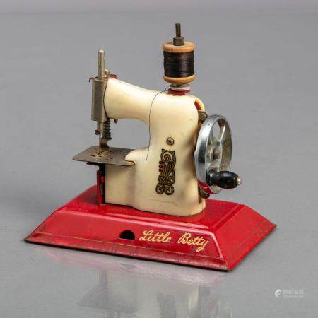 "MINIATURE SEWING MACHINE ""LITTLE BETTY"" TOY"