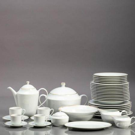 DINNER, COFFEE AND TEA SET FOR SIX PEOPLE
