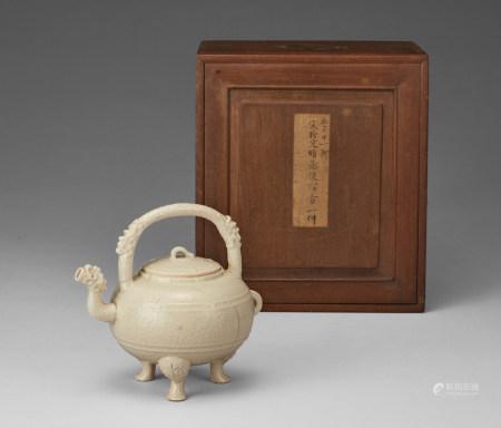 白釉仿古提梁盉式壺