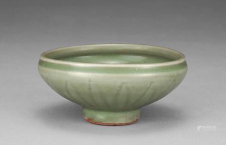 明代 青釉蓮紋碗