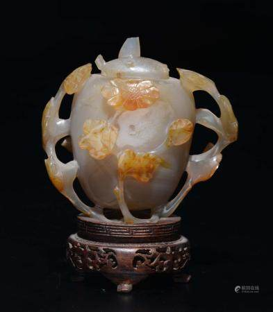 An agate vase with lid, China, Qing Dynasty