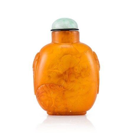 An Amber Snuff Bottle Qing Dynasty, 18th - 19th Century   清十八至十九世紀 琥珀寶鴨鋪首鼻煙壺