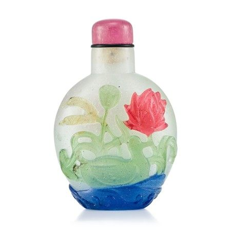 A Four-Colour Overlay Glass 'Mandarin Ducks' Snuff Bottle Qing Dynasty, 18th Century   清十八世紀 雪霏地套四色彩料荷塘鴛鴦鼻煙壺