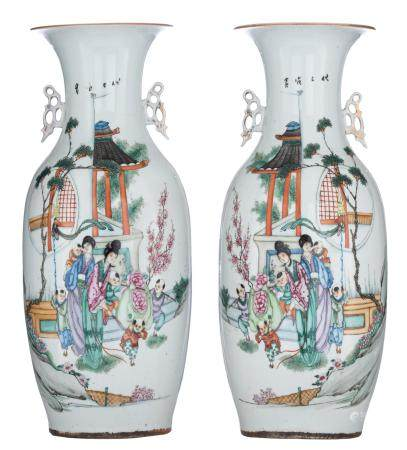 A pair of Chinese Qianjiang cai vases, decorated with