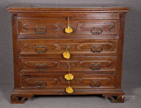Walnut chest of drawers. 17th c. Resorations