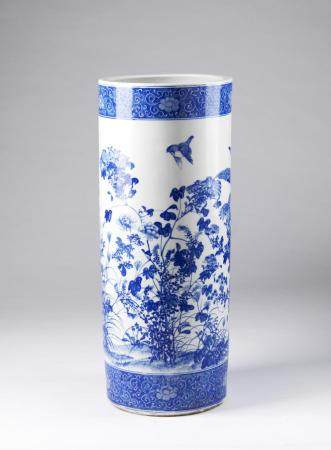 Chinese Art A large bitong blue and white porcelain vase China, Qing, 19th century