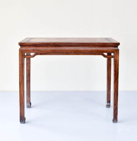 A FINE CHINESE HUANGHUALI WAISTED SIDE TABLE