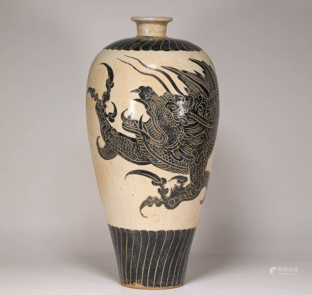 CiZhou Kiln vase with dragon drawing from Song 宋代磁州窑龙纹梅瓶