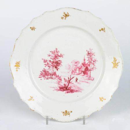 A SOFT TOURNAI PORCELAIN PLATE. 18TH-CENTURY WORK. IN MEDALLION DECORATION IN PINK CAMAÏEU OF A PIL