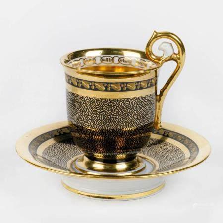 AN OLD PARIS PORCELAIN CUP AND SAUCER OF MANUFACTURE DARTÉ FRÈRES, EMPIRE PERIOD, C. 1808-1815. S