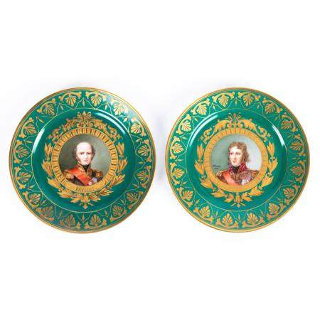 A PARTLY GILT SÈVRES PORCELAIN PAIR OF PLATES WITH A GREEN UNDERTONE. PREMIER EMPIRE PERIOD, 1804-1